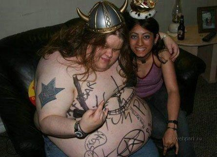 Astagfirullah haladzim ini orang berat nya 90 kg Edun itu bukan tatu ya temen temen minta lie ama wow nya dong ama follow twitter @asri_wiguna