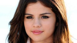 Bersamaan dengan dirilisnya daftar wanita tercantik tahun 2013 oleh People Magazine,