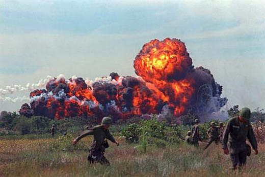 Banyak negara protes saat Indonesia menggunakan bom napalm dalam operasi Seroja di Timor-Timur tahun 70-an, tapi dalam sekala yang lebih besar AS menggunakan bom ini dalam konflik di Vietnam serta Israel dalam perang Yom Kippur, namun tidak ban