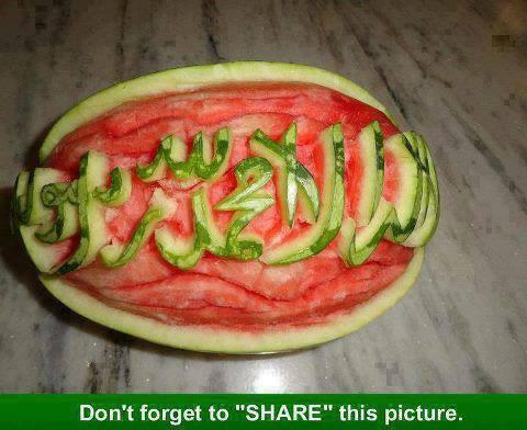 SubhanAllahâ?¦ Kreatif kan ? Berapa banyak WOW untuk foto Kaligrafi dari media buah ini?
