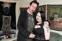 Pasangan Vampir Sungguhan, Selalu Minum Darah Satu Sama Lain