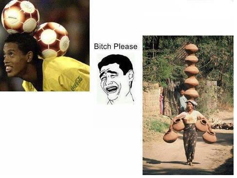 Ronaldinho masih kalah ama ibu itu :D ahahahha wow nya ya biar kendi nya jatuh !