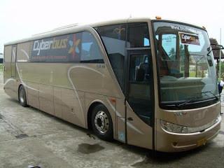 Bus termewah Di Indonesia Inilah bus termewah yang penah dibuat di Indonesia seharga Rp 4 Miliar! Namanya Omahmlaku. Bus yang dimiliki oleh PO Nusantara di kota kudus, Jawa Tengah