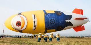 Inilah pesawat zeppelin bergambar minion pertama di dunia. Lucu yaa..