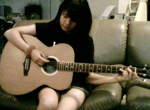 Ternyata Sonya JKT48 Jago Bermain Gitar ^_^ WoW