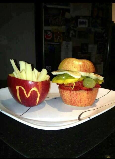 kreatif dan unik buah apel ini bisa dibuat bentuk burger dan kentang goreng, siapa yang mau coba buat??