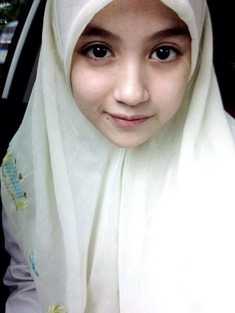 Nabilah kalo pake jilbab cantik ya ^_^ Jangan lupa klik WOW