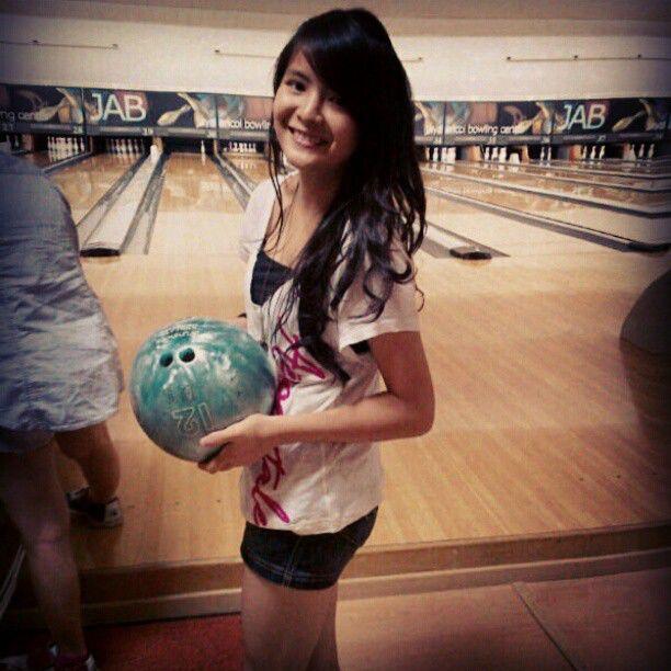 Foto Sonya JKT48 Lagi Main Bowling, WoW Cantik banget o_O