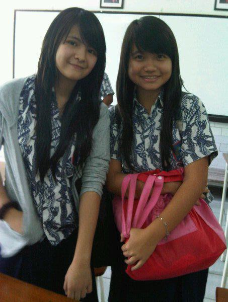 Ada Yang tau gak itu Sonya JKT48 pake seragam batik sekolah mana?