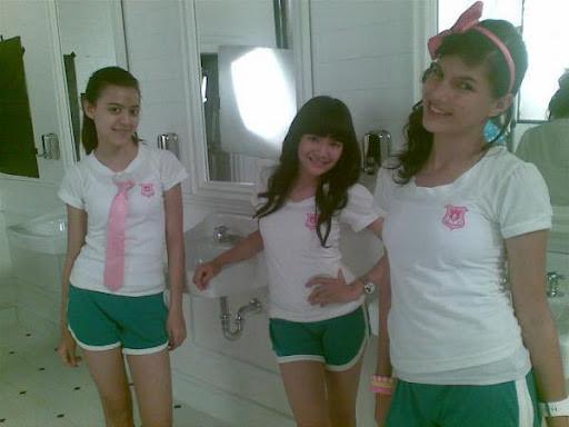 Foto Sexy Sonya JKT48 Pake Baju Olahraga diruang ganti sekolahnya o_O