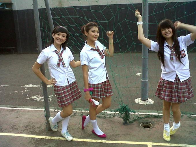 Foto Sonya JKT48 waktu disekolahnya, WoW Cantik banget.