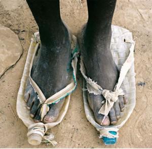 idih kaki siapa tuh!!!!!! Sendalnya gitu lagi wkwkwkwkw yang pasti itu kaki yang gk kasih aku WoW hahahahaha