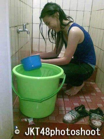 Heboh Tersebar Foto Melody JKT48 Lagi Cuci Baju Sendiri, WoW o_O