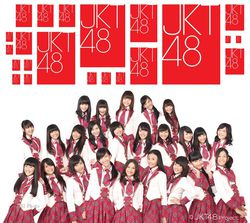 1.) - Laki - laki yang normal pasti suka sama cewek apalagi cewek nya cantik - cantik kayak JKT 48 . Hehe :D 2.) Lagu nya Gak Lebay / Keanak - Anakan - Kebanyakan lagu yang berkembang dan di nyanyikan oleh Girlband atau Boyband yang ada di indonesia itu mengandung cinta dan beraliran techno / hip - hop beda dengan JKT48 yang lagunya kayak ngasih semngat dan lebih rock n roll . 3.) Aliran nya Jepang Banget - Di antara maraknya , Boyband dan Girband beraliran JKT48 tampil dengan gaya jepang nya walaupun bukan Girlband tapi bisa di bilang telah melampaui Girlband yang ada . 4.) Fans nya Kebanyakan Adalah J-Music Lovers - Menurut dari pengamatan , Pecinta music jepang atau J-Music Lovers itu kebanyakan laki - laki . Karena cewek - cewek pda ikut - ikutan jadi K-Pop lovers . Sangat kecil kemungkinan seorang K-Pop Lovers suka JKT48 .