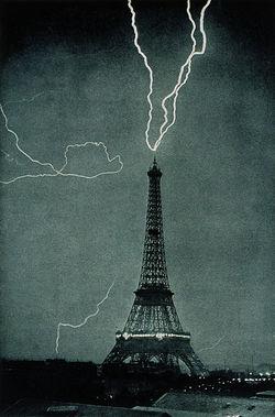 Petir menyambar Menara Eiffel 3 Juni 1902, pukul 9:20 malam