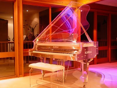 beautyful piano...I want play it....