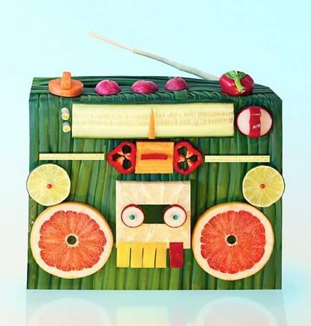 So listen to the radio. Listen to the radio.. Hihihihi lucu yah. Coba sebutkan sayur dan buah apa saja yg ada disitu.wow nya dong