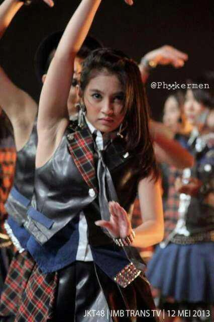 Foto Sexy Nabilah JKT48, Lihat aja tuh ketiaknya sampe kelihatan. Jangan Lupa WoW nya gan o_O