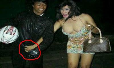 Pencurian Alat Vital Yang Dilakukan Oleh cewek Rakitan, Asli Bikin ngakak :)) wkwkwkwk ampoooonnn