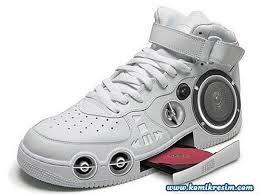 Sepatu masa depan, jogging asik nih, wow nya donk...!:)