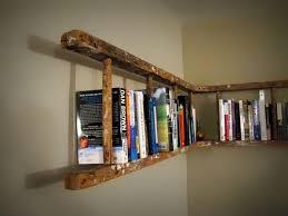 Ini rak buku dari tangga atau rak buku berbentuk tangga? Wownya jangan lupa ya.