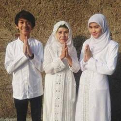 Iqbaal CJR dan Keluarga mengucapkan Selamat Hari Raya IDUL FITRI Mohon Maaf Lahir & Batin