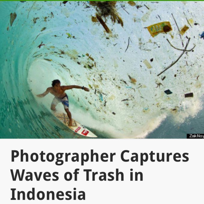biasanya foto orang lagi surfing itu keren bgt.. Tapi ini diambil di Indonesia.. sampah yang kefoto bikin sedih liatnya :(