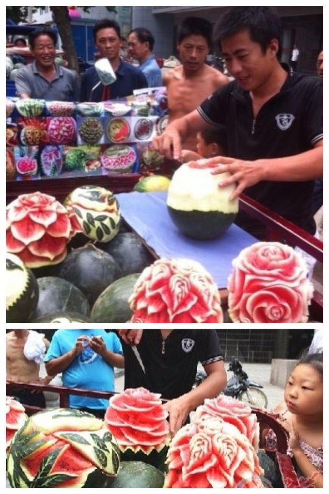 Penjual di China ini menjual lebih dr sekedar buah!