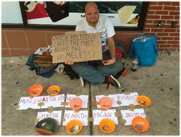 "james austin texas ADA-ada saja tunawisma di Austin, Texas ini. James tergolong inovatif atau memang sudah kehabisan cara mengemis di jalanan. Ia melakukan ""percobaan"" dengan meletakkan sembilan mangkuk uang yang diberi label berdasarkan agam"