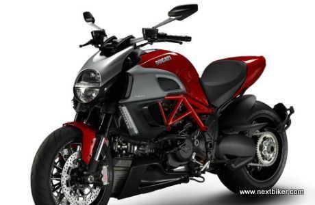 mesin 1200cc, Ducati Diavel menghasilkan tenaga 162 hp, torsi 127,5 Nm dengan transmisi 6-kecepatan. Kali ini sistem fuel injection yang disematkan merupakan