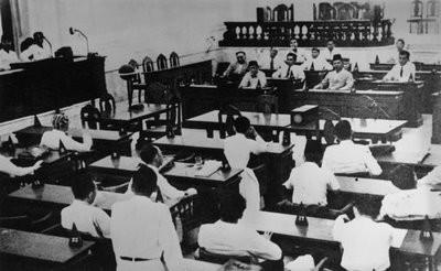 Masa antara sidang resmi pertama dan sidang resmi kedua