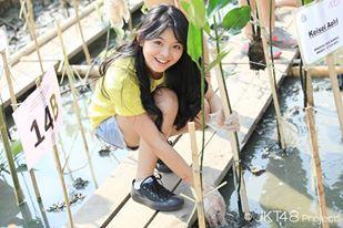 Jeje jkt48 wajahnya bening banget ya :)