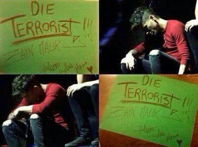 lihatlah kelekuan orang ini yg menghina islam (zayn malk kan islam) karna si luar negri islam dianggap terorist (ingat osama bin laden kan islam) semoga allah membalasnya aminn WOWNYA juga ya terimakasi
