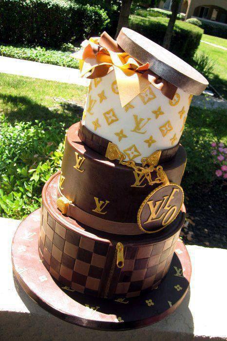 """""""WOW"""" cake ini cocok bgt untuk WEDDING GLAMOUR ELEGEN"""" ya, yuk WOW yang setuju"""""""