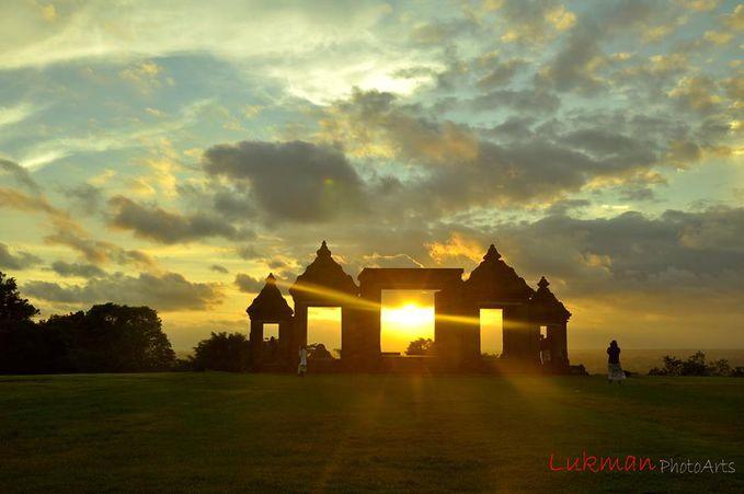 Sunset Ratu Boko Candi Ratu Boko / Candi Boko, candi ini terletak di daerah Piyungan, Bantul, Yogyakarta.