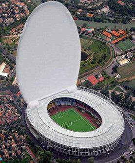 Kloset Duduk Raksasa... sampe sampe, bisa di isi Stadion. ^_^