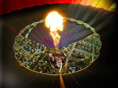 Pemandangan kota dari dalam sebuah Balon udara