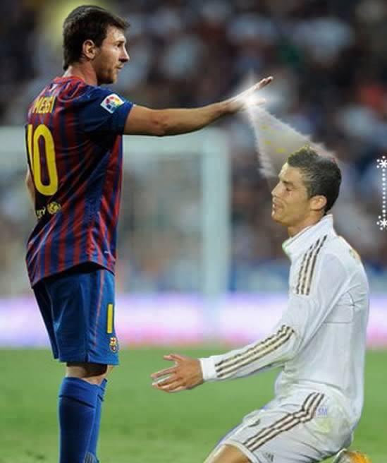 liat gaan messi sedang mmberi ilmu kpda c.ronaldo, di saat prtandingan barca vs madrid !!!