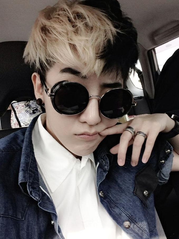 ini nih cewek tomboy dari thailand kembaran G-Dragon leader bigbang,...mirip gah kalau mirip klik wooow