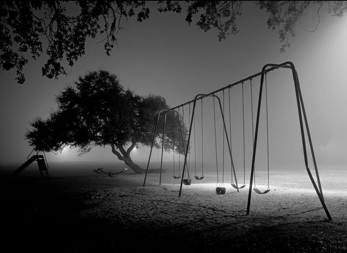 Masih ingatkah kalian?? saat kalian masih kanak-kanak... tp sekarang sudah tiada yang bermain denganku.. oh Ayunanku... #masakecil #ayunan #concept #night