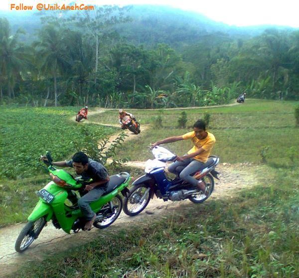 sik..asik... AKU.. menang balapan..... haha..aha..... di sirkuit asli buatan INDONESIA......WOW Nya Dong