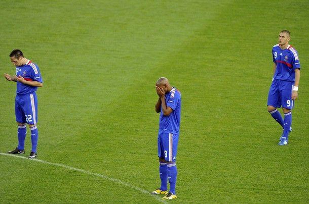Ribery, Henry, Dan Benzema sedang berdoa sebelum menjalani pertandingan, smoga menang yagan,.