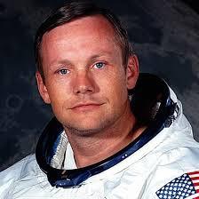 Pihak keluarga Neil Armstrong mengatakan bahwa jika Anda ingin menghormati Armstrong, kedipkan mata Anda saat melihat bulan di malam hari.