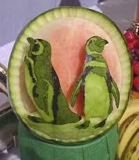 Buah Semnagka Di olah Menjadi Pinguin,, Kreatif bukan gan??