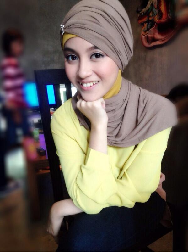 ini pict nabilah pake jilbab makin kawai gak sob ???