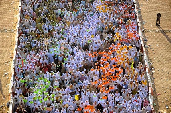 "Ramai yg Naik Haji ^_^ mereka memiliki tujuan yg sama "" Beribadah Kepada Allah swt. Twitter: @BrothersDhimas @Quest_Indonesia FB: Question Indonesia"
