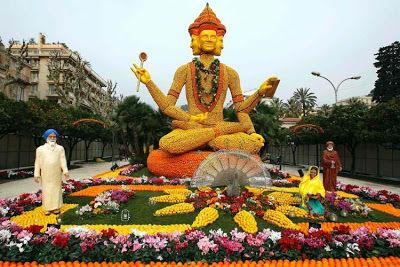 SESUATU YANG WOOW NICH,.,. Orange Sculptures Part 2.,, KLIK WOOW nya yaa,.,. :-)