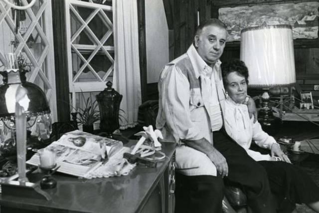 Belum lama ini publik di seluruh dunia telah digemparkan oleh kehadiran film bertema horor yang menjadi banyak perbincangan terutama di media online, yaitu The Conjuring. Mungkin bagi para penggemar film The Conjuring telah mengetahui bahwa film tersebut diadaptasi dari kisah nyata. Kisahnya sendiri diawali dari pasangan suami istri yang merupakan penyelidik aktivitas paranormal sejak tahun 1950-an, mereka bernama Ed dan Lorraine Warren. Selama karirnya dalam bidang paranormal, mereka telah menyelidiki lebih dari 4.000 kasus berhantu, termasuk yang paling terkenal adalah Amityville Haunting. Pasangan Ed dan Lorraine sendiri mengatakan, investigasi di keluarga Perron merupakan investigasi yang paling menarik dan paling susah sepanjang perjalanan karir mereka, dimana Roger Perron bersama istrinya Carolyn serta lima anak mereka Andrea, Nancy, Cindy, Christine dan April mengalami teror dari makhluk halus yang menempati rumah barunya. Rumah baru yang ditempati oleh keluarga Perron adalah The Old Arnold Estate yang memiliki luas 200 hektar. Rumah tersebut memiliki banyak ruang untuk anak-anak mereka, termasuk gudang yang telah dikosongkan untuk waktu lama. Ternyata rumah tersebut memiliki misteri, delapan generasi keluarga telah mati dan mati. Kasusnya seperti pembunuhan, pemerkosaan bunuh diri dan misteri lainnya yang belum terpecahkan. Dan tidak lama kemudian ternyata teror pun datang ke keluarga Perron, seperti halnya anak mereka yang bernama Andrea melihat penampakan suster dan merangkak ke tempat tidur miliknya. Namun yang paling mengerikan pada rumah tersebut adalah adanya hantu wanita yang bernama Batsheba Sherman yang dulunya adalah seorang penyihir juga seorang satanis dan tinggal di rumah tersebut pada awal abad ke-19, kemudian ia meninggal dengan cara digantung di sebuah pohon. Bathsheba sendiri telah membunuh bayinya sendiri untuk dikorbankan kepada setan sebagai perjanjian. Hingga kemudian dalam film The Conjuring disebutkan bahwa Bathsheba akan mengutuk siap