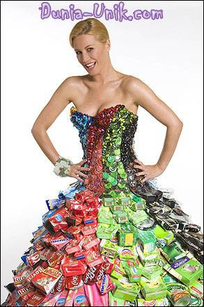 WOW !!! baju ini hasil dari daur ulang keuntungannya dapat baju unik yg gk susah cari bahannya dan menjaga kebersihan GO GREEN !!!