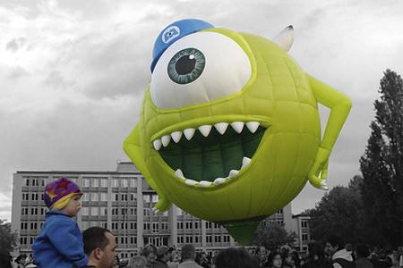 balon udara dengan desain unik berbentuk Mike Wazowski wow nya ya...